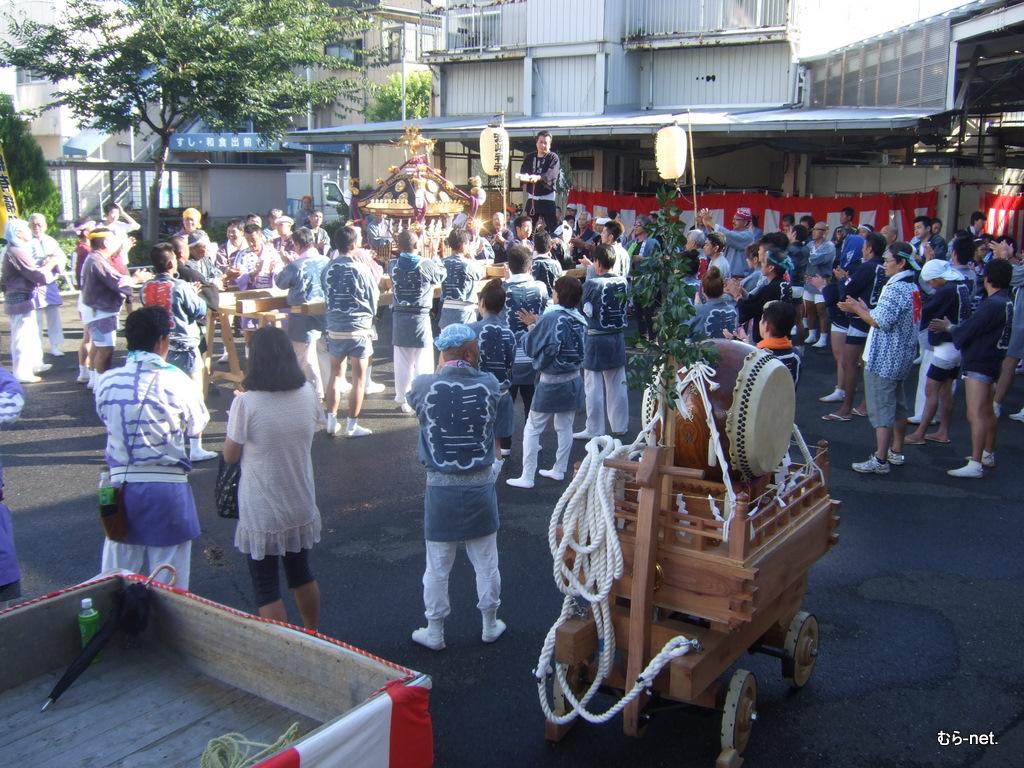地域の氏神様の神輿が多摩供給所にやってきた!