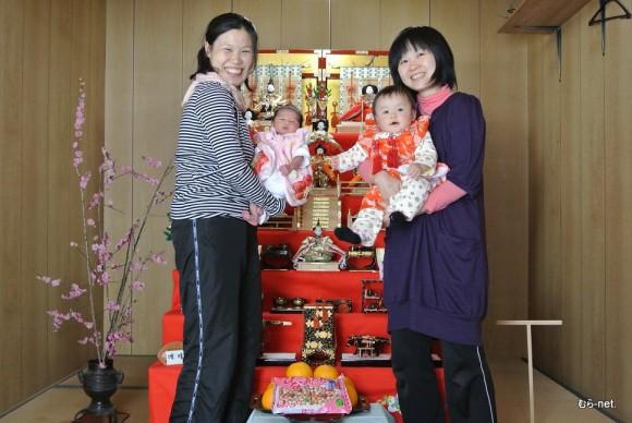 杉本えみこさんと晴乃ちゃん(左)・今井治子さんと唯ちゃん