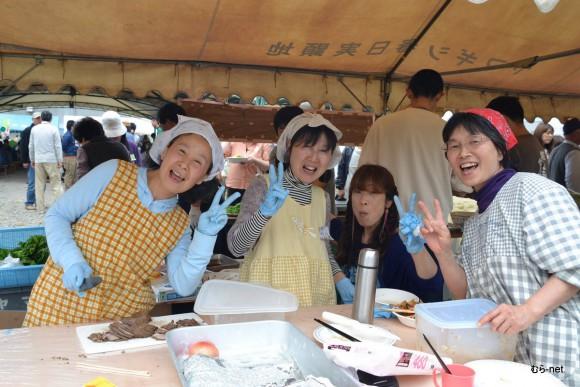豊里と伊賀地区養豚部のみんなと一緒に豚肉料理のお店