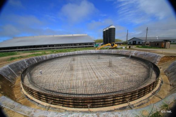 牛糞尿を原料に発電量150KWhのバイオマス発電設備が年内に完成稼働。