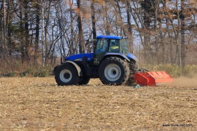 デントコーン収穫後のサブソイラー作業