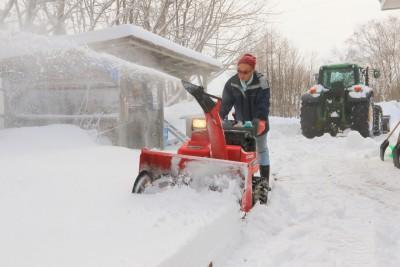除雪作業中の荒木さん