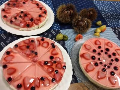 お祝いデザートのケーキは、多摩に学生として住んでる、なつきちゃんと実君が作りましたよ。