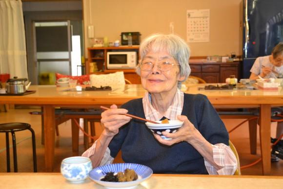 古田京子(81)ロビーや窓口が大好きで、みんなに挨拶。