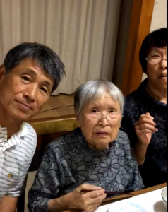 相田ときさん 92歳    ときどき面白い事を言って笑わせてくれます。