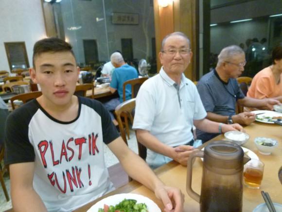 秋吉孝紀(75)若い子らと一緒の食事はいいね。