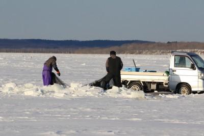 風連湖の氷下待ち網漁
