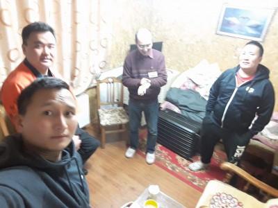 世話係団 左からべべさん、アディラさん、中村さん、ビャンさん