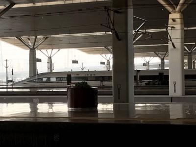 鄭州から高速鉄道で北京へ向かいます。中国は広い!