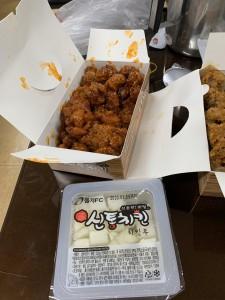 チキンも普通に辛い🌶(*´◒`*)