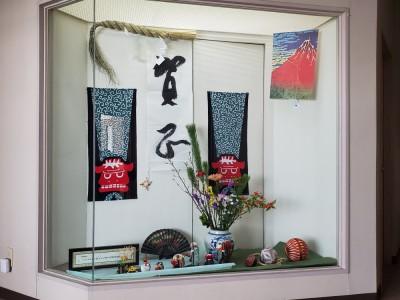 2階愛和館入り口のお正月飾り
