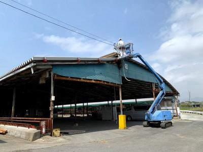 屋根を張り始めました