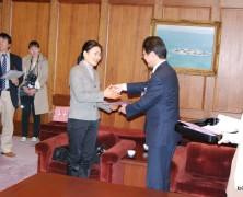 モンゴル実習生津市長を表敬訪問